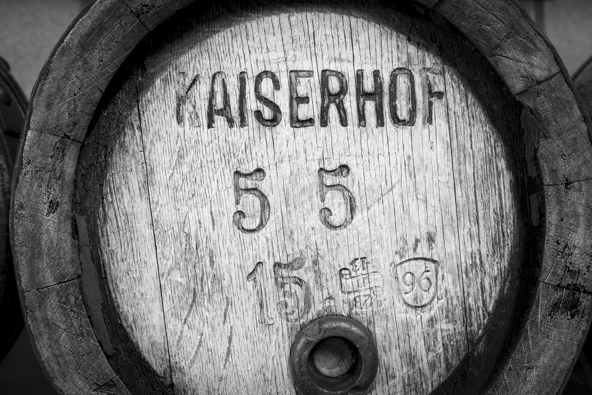Traditionelles-Eichenfass-Brauerei-Kaiserhof